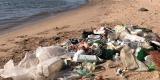 Plastic afval blijft Nederlandse rivieroevers teisteren