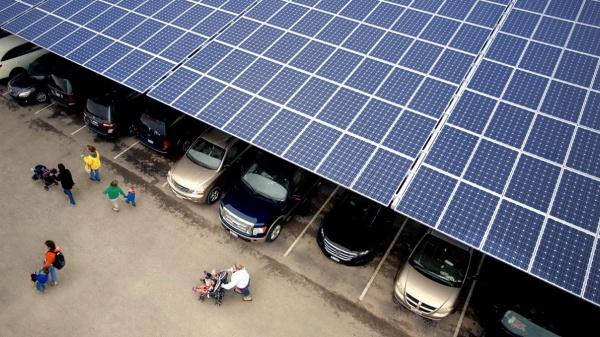 Rotterdam en Noord-Holland krijgen meer zonnepanelen op parkeerplaatsen